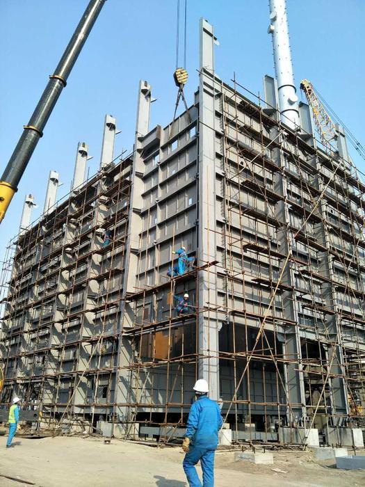 十建东营华星项目钢结构施工进入高峰阶段