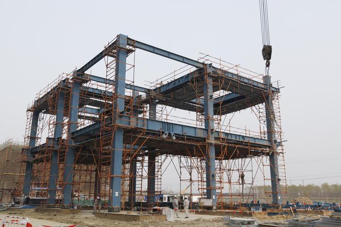 中安联合气化框架钢结构模块首件吊装成功