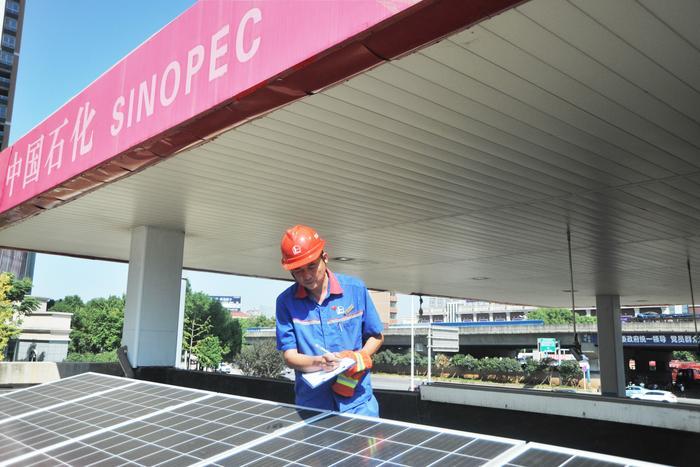 湖北石油首个分布式光伏发电试点项目在黄石石油直属迎宾南加油站并网成功